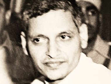 Congress workers burn Godse's effigy in Thane