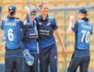 New Zealand thrash Indian eves in opening T20 International