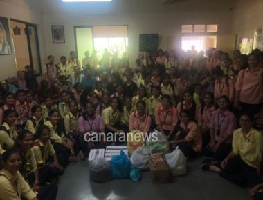 St Agnes College (Autonomous), Mangalore visited old age home.