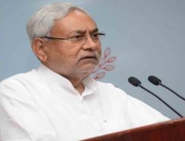 Student throws sandal at Nitish