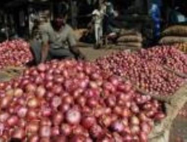 Farmers protest as onion prices crash at Belagavi APMC