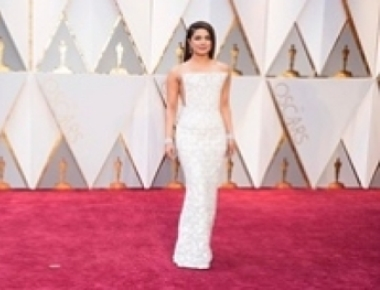 Oscars: Priyanka stuns in white, reminds AIB of 'kaju katli'