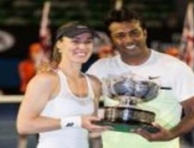 Paes-Hingis clinch Wimbledon mixed doubles crown