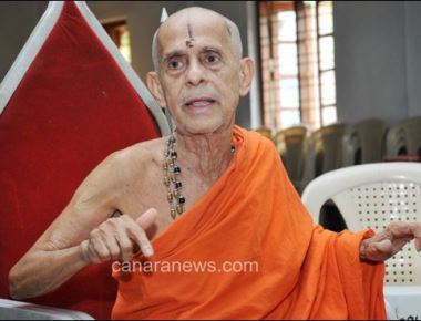 Hindu Maha Sabha attacks Pejawar Swamiji over Iftar