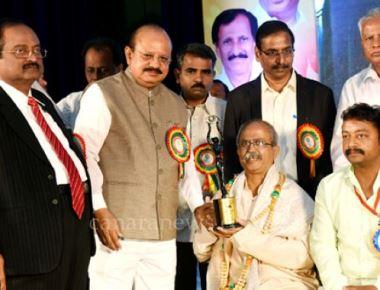Ramachandra Bhat and Posavanike honoured at National Photojournalists Convention in Tumakur