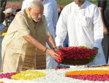 PM pays floral tributes to Mahatma Gandhi, Shashtri