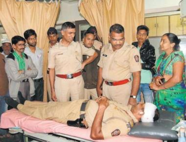 Maharashtra police at the receiving end