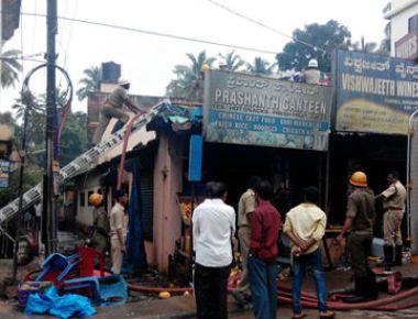 Prashanth Canteen goes in flames in Pumpwell