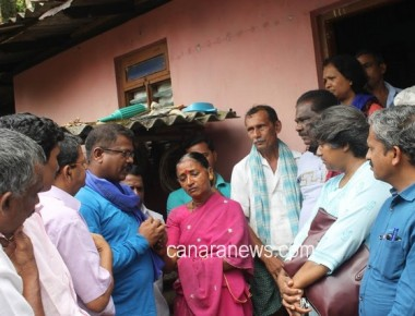 Udupi Chalo Jatha leaders visited Praveen Poojary's residence at Kenjoor
