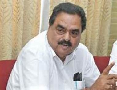 Ramanath Rai asks Shobha to donate from her wealth instead of begging