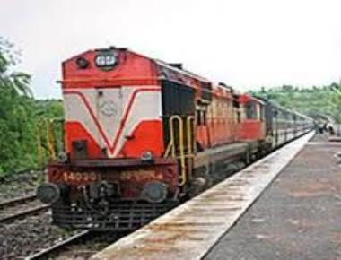 27-year-old falls from railway over-bridge dies