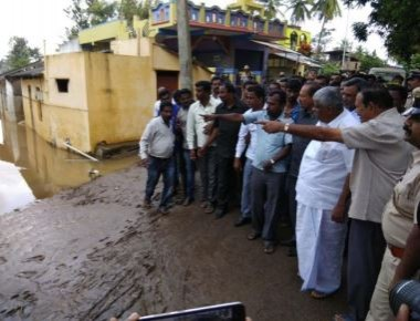 Revanna flayed for throwing biscuits at flood victims