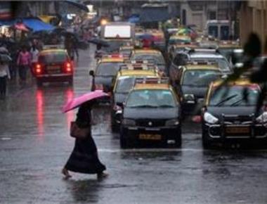 26 killed in dust storms, lightning strikes in UP; heavy rain lash Mumbai