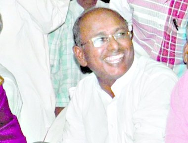Ex-minister collapses & dies, show goes on as usual