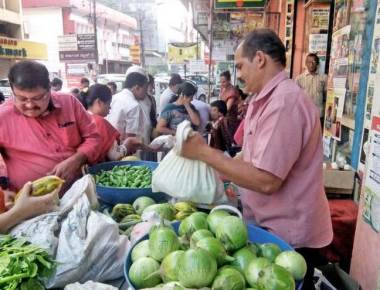 Savayava Santhe creates customers for vegetablesfree of chemicals