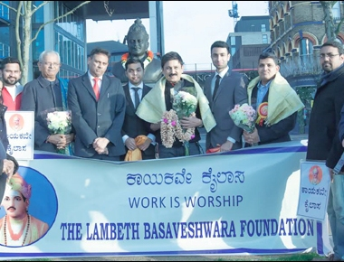 Ramesh Aravind pays tribute to Basaveshwara statue in London