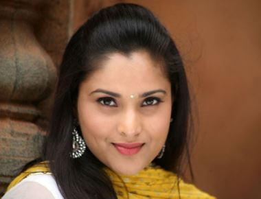 BJP workers throw egg on Ramya's car