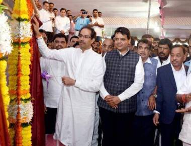 On stage with Uddhav, Rane heaps praise on CM, Gadkari
