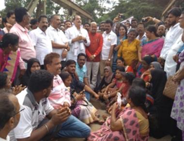 Rasta Roko at Gurupur bridge demanding repair of NH 169
