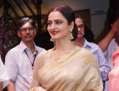 Watch: When Big B and Rekha came face to face