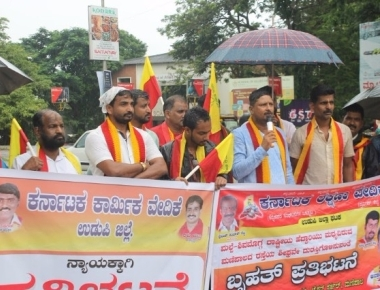 Kannada organisation protest against deteriorating of road