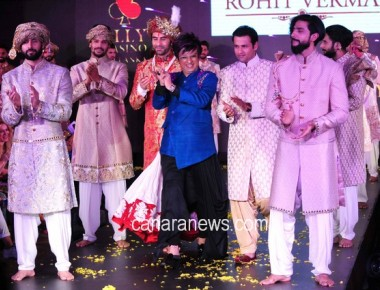Sandip Soparrkar and Rohit Roy walk the ramp for designer Rohit Verma