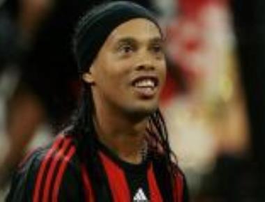 Ronaldinho jeered by own fans