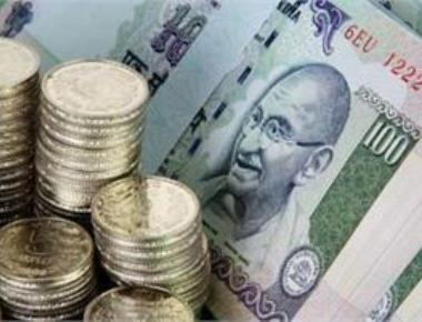 Rupee in free fall, slides 21 paise to new 9-month low