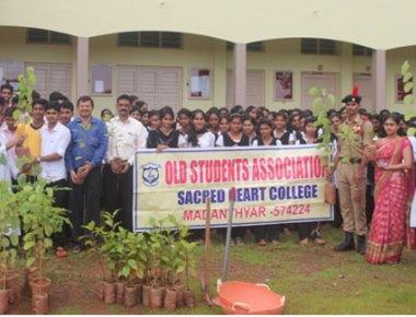 Vanamahotsava celebrated at Sacred Heart College