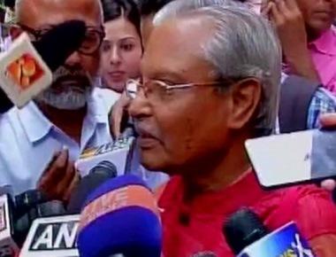 Sahitya Akademi condemns Kalburgi murder, requests writers to take back their awards