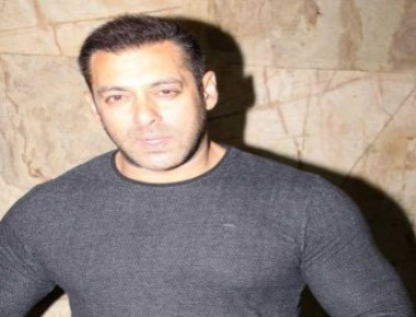 Salman shares photograph of 'Salma nani' with 'nanha Ahil'