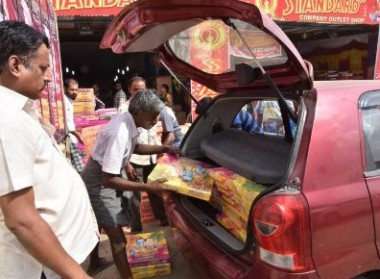 Cracker sales: Karnataka steals TN's thunder