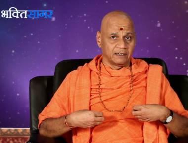 Swami Govindadev Giriji Maharaj sparks controversy