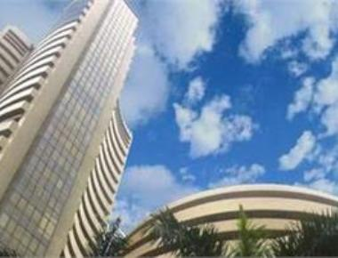 Sensex sinks 238 pts on Sun Pharma's biggest ever fall