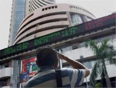 Sensex crashes 840 pts on Budget woes, Nifty below 10,800