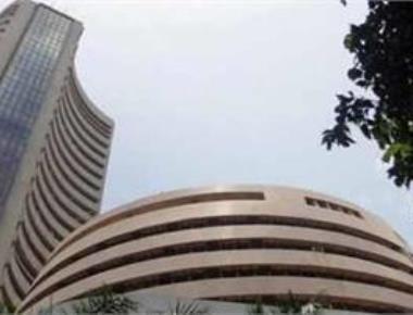 Sensex drops below 28k, down 328 pts on sliding exports