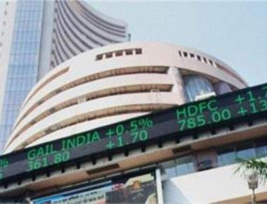 Sensex recovers 104 pts on F&O expiry, positive global cues