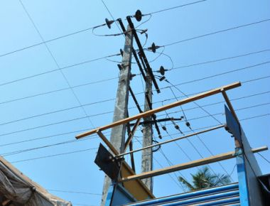 Cable operator injured after fall from electric pole
