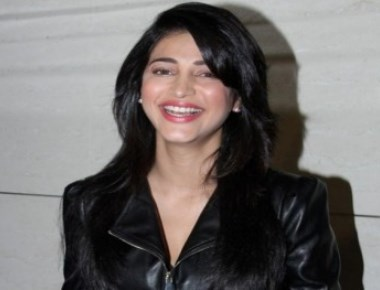My father is not scared of trying something new: Shruti