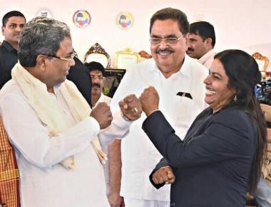 Karnataka CM Siddaramaiah gets karate tips from black belt mayor