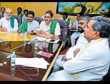 CM dares Yeddyurappa to urge Centre to write off farm loans
