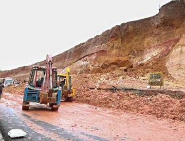 Landslip causes three-hour traffic jam on NH 66