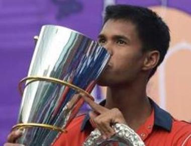 Somdev brings India back, beats Daniell to level tie