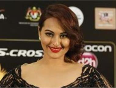 Sonakshi Sinha eagerly waiting to play Dawood's sister in next