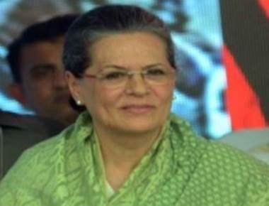 Sonia Gandhi pays homage to Gurudas Kamat