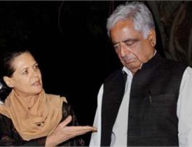 Sonia visits Mufti's residence in Kashmir