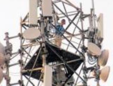 Youth climbs phone tower near Suvarna Soudha, seeks fair price for sugar cane