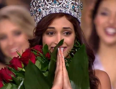 Mulki girl Shrinidhi Shetty wins the prestigious Miss Diva Supranational 2016 Award