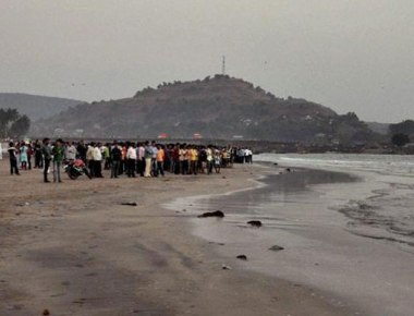 13 college students from Pune, in Raigad for picnic, drown at Murud beach?