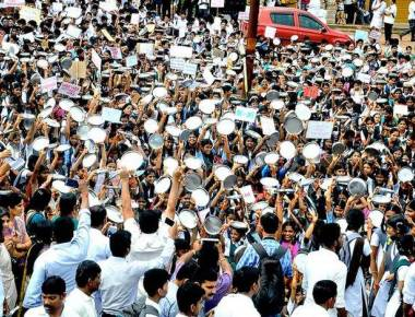 Students protest against govt.'s withdrawal of Kollur temple grant